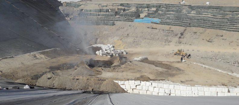 Efectius del Consorci Palància-Belcaire extingeixen el conat d'incenci que va començar en una zona tancada de l'abocador d'Algímia